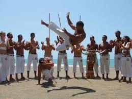 Roda de capoeira musicalidade com instrumentos musicais e jogo